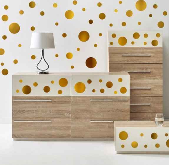 Naljepnice za zid pomoći će vam ukrasiti dom