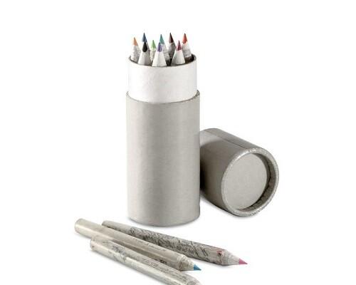 Uredski materijal potreban je za svaki stol